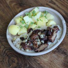 Seitanové výpečky - Seitan moc lidí nezná, ale vegetariáni jej používají v receptech jako náhradu masa. Upéct ze seitanu výpečky není tak složité a věřte, že trochu změny v jídelníčku nezaškodí. Beef, Food, Meals, Yemek, Steak, Eten