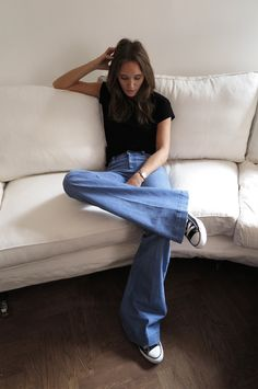 wide leg jeans, black converse and black tee