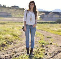American Eagle White, American Eagle Aeojeans, Steve Madden Troopa, Purse, Necklace, Charlotte Russe Bracelet