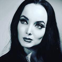 Dark Beauty, Gothic Beauty, Goth Memes, Carolyn Jones, Tv Icon, Morticia Addams, Goth Look, American Gothic, Jessica Rabbit