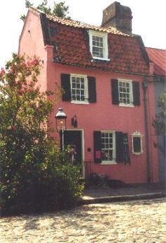 The Pink House (circa 1690) oldest standing tavern building in the South now an art gallery where me & Pearl shop! The courtyard is awesome...