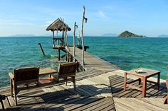 Le bar Blue Pearl à Koh Mak est un lieu magique. C'est littéralement un bar sur un ponton en bois.