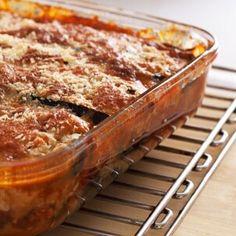 Lasanha é um prato italiano muito popular entre crianças e adultos. Com esta receita simples, apresentamos este clássico de outra forma e, substituind...