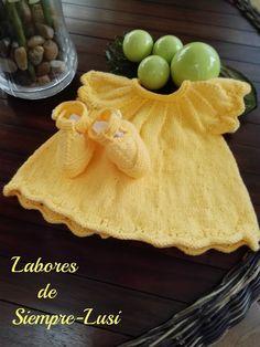 """Hoy os presento este vestido de algodón en color amarillo que realicé para mi nieta """"Paula"""",con los zapatitos del mismo color Seguí ..."""
