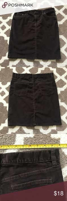 EUC Gap corduroy skirt  (binY) EUC Brown Gap Corduroy skirt size 8 GAP Skirts Midi