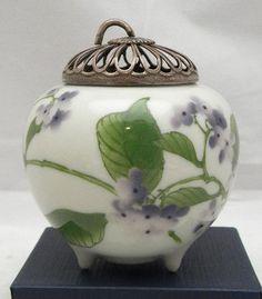 Japanese Porcelain tripod Koro by Makuzu Kozan.