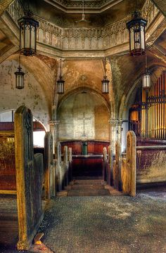 Stunning Depictions of Abandoned Ruins Around the World Pics) - Part Abandoned church, Detroit, Michigan. Abandoned Buildings, Abandoned Detroit, Abandoned Mansions, Old Buildings, Abandoned Places, Abandoned Castles, Beautiful Architecture, Beautiful Buildings, Beautiful Ruins