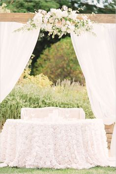 Sweet and romantic sweetheart table setup @weddingchicks