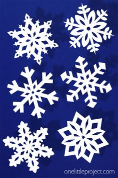 Paper snowflakes are SO SIMPLE and super inexpensive to make! It's easy to make beautiful and perfect looking snowflakes every single time! Making Paper Snowflakes, Paper Snowflake Template, How To Make Snowflakes, Origami Templates, Box Templates, Winter Art Projects, Winter Crafts For Kids, Christmas Projects, Kids Crafts