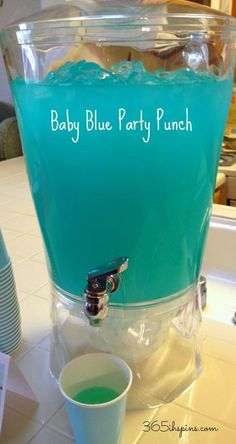 Pretty Pink Punch & Baby Blue Party Punch Recipes ~ Perfect for a Baby Shower. Baby Shower Food For Boy, Baby Shower Simple, Baby Shower Azul, Idee Baby Shower, Baby Shower Punch, Baby Shower Drinks, Fiesta Baby Shower, Shower Bebe, Baby Shower Parties