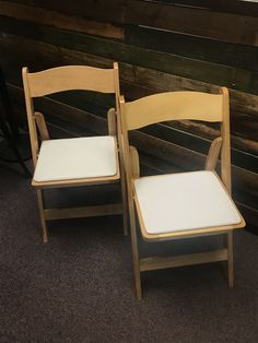 Natural Wood Folding Chairs With White Padded Seat Would Go Perfect With  Any Outdoor Weeding Or