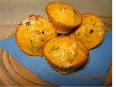 Muffins salados de atún con tomate y aceitunas