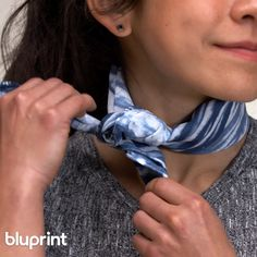 DIY a Hand-Dyed Scarf 3 Ways: We love a good tie project, but we really LOVE a tie dye project thats modern, sophisticated and totally wearable.Just like this tie dye scarf DIY! And we'll show you step-by-step how to do it in three different ways. Tie Dye Folding Techniques, Fabric Dyeing Techniques, How To Tie Dye, How To Dye Fabric, Natural Dye Fabric, Natural Dyeing, Diy Tie Dye Shirts, Shibori Tie Dye, Shibori Fabric