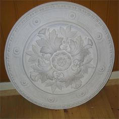 Denne rosetten er også på plass Decorative Plates, House, Home Decor, Ceiling Medallions, Decoration Home, Home, Room Decor, Home Interior Design, Homes