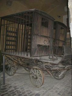 carriages used to transport criminals abandoned.(Dave, we can retrofit our water tanker wagon with a faux cage an 'occupant'? Abandoned Buildings, Abandoned Places, Abandoned Prisons, Abandoned Mansions, Photo Post Mortem, Old Photos, Vintage Photos, Vintage Items, Old Wagons