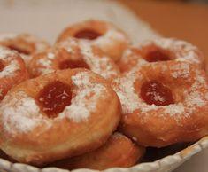 Koblížky s meruňkovým džemem Russian Recipes, Croissants, Onion Rings, Doughnut, Sweet Recipes, Nutella, Rum, Rolls, Food And Drink