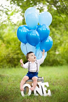 First Birthday Pictures || Boy cake smash || balloons ONE letters || ombré balloon bunch || jennifer prisco photography