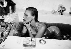 January Jones voor Vogue