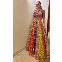 Bridal Mehndi Dresses, Mehendi Outfits, Party Wear Indian Dresses, Indian Gowns Dresses, Indian Fashion Dresses, Indian Designer Outfits, Bridal Outfits, Bridal Lehenga, Mirror Work Blouse