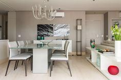 Projeto de decoração de interiores de um apartamento de 170m2 no Itaim Bibi. O conceito do projeto foi a integração total da área social. Veja!