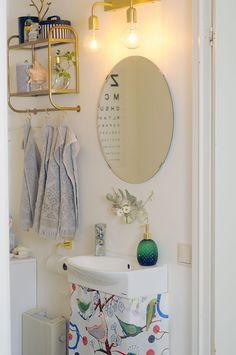 Detaljer på liten toalett.