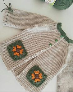Modern Baby Vest Models – Knitting And We Baby Knitting Patterns, Knitting Designs, Hand Knitting, Knitted Baby Cardigan, Baby Pullover, Big Knit Blanket, Knitted Blankets, Crochet Waistcoat, Diy Crafts Knitting