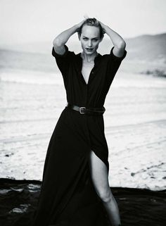 Supermodel Amber Valletta teams up with fashion photographer Peter Lindbergh at Management for the superb cover story of Zeit Magazine's latest edition. Peter Lindbergh, Glamour Photography, Photography Photos, Fashion Photography, Underwater Photography, Lifestyle Photography, Editorial Photography, Amber Valletta, White Editorial