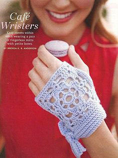 accessoires 19 - Fingerless gloves crochet pattern Very chic. Crochet Diy, Filet Crochet, Crochet Mitts, Crochet Wrist Warmers, Fingerless Gloves Crochet Pattern, Fingerless Mitts, Love Crochet, Crochet Crafts, Crochet Projects