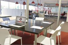Sala de reuniones para 6 personas en Riudellots de la Selva Reservala aquí: http://www.spaces-on.com/rooms/127