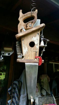 Very interesting bird home. Garden Crafts, Garden Projects, Wood Projects, Projects To Try, Bird Houses Painted, Bird Houses Diy, Bird House Feeder, Bird Feeders, Birdhouse Designs