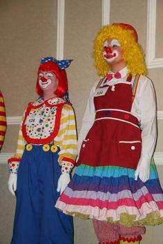 Female Clown, Clowns, Facebook, Pictures, Fashion, Photos, Moda, Fashion Styles, Imperial Crown