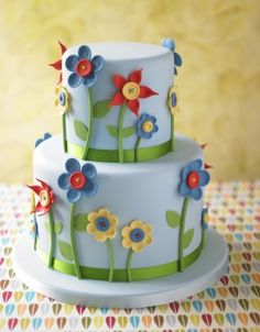 http://www.thecakeparlour.com/wp-content/uploads/2011/01/Button-Flower-cake-300x384.jpg