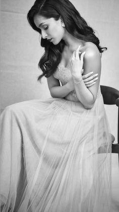 Shraddha Kapoor redifining the Black and white era Bollywood Actress Hot Photos, Bollywood Girls, Beautiful Bollywood Actress, Most Beautiful Indian Actress, Indian Bollywood, Bollywood Actors, Young Celebrities, Hollywood Celebrities, Celebs