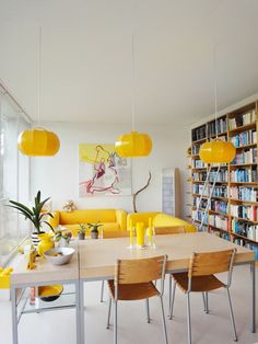 Home Design Inspiration For Your Dining Room Living Room Paint, Living Room Decor, Living Spaces, Living Rooms, Yellow Interior, Interior Paint Colors, Interior Painting, Room Interior, Home And Deco
