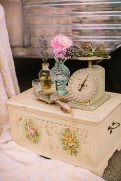 We share with you vintage home accessories, home accessories, beautiful vintage accessories in this photo gallery.