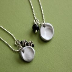 Love this fingerprint necklace idea - SAVE those memories!  @Looksi Square  #meredithhazel