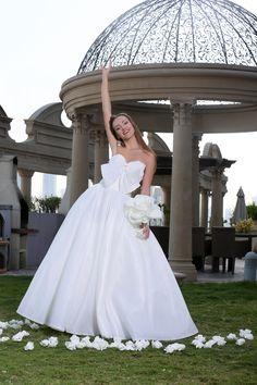 Make the world believe in fairytales 💫 with @bbbridaldubai . #weddingchamps