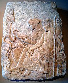 uas curas[editar | editar código-fonte] Entre as curas que teria operado, estão as de vários heróis feridos em Tebas, de Filocteto em Troia, do tirano de Epidauro, Ascles, de uma doença nos olhos, as filhas de Proetus que haviam sido enlouquecidas por Hera, restaurou a visão aos filhos de Fineu, curou com ervas as feridas de Hércules em sua luta contra a Hidra de Lerna, devolveu à vida Orion, Hipólito, Himeneu, Tindareu, Glauco, Capaneu, Panassis e Licurgo.12 Após sua morte