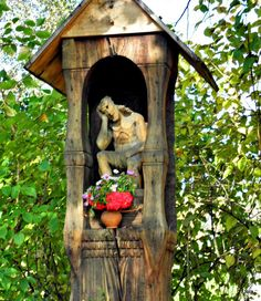 Christ the Man of Sorrows - Roadside shrine in Lublin museum. Roadside shrines are a picturesque and distinctive element of the Polish countryside. This is a copy of the monument from the early years of the twentieth century, the original is kept in the collections of carved museum figurines. Pictures Of Beautiful Places, Cool Photos, Home Altar, Spirited Art, Rock Of Ages, Arte Popular, Sacred Art, Museum, Catholic