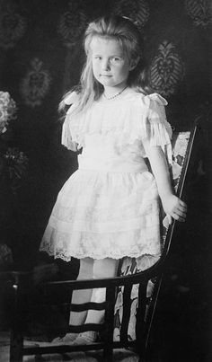 Anastasia Romanov, cuarta hija de los últimos zares de Rusia http://www.mujeresenlahistoria.com/2011/04/las-ultimas-duquesas-olga-tatiana-maria.html