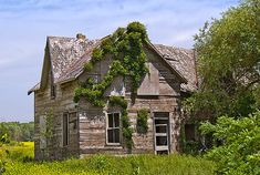 Abandoned Home - Old house on a back road in Ontario, Canada near the town of Kinkardine. Old Mansions, Abandoned Mansions, House Photography, Old Building Photography, Old Buildings, Abandoned Buildings, Abandoned Castles, Abandoned Places, Creepy Old Houses