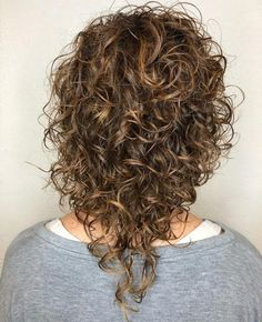 17 Incredibly Gorgeous V-Cut Hair Shape Ideas Cool Haircuts For Girls, Haircuts For Medium Hair, Medium Hair Cuts, Medium Hair Styles, Long Hair Styles, V Shape Hair, V Cut Hair, Curly Hair Cuts, Second Day Hairstyles