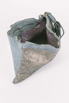 Descrizione Pochette Caterina Lucchi color grigio chiaro sfumato, lato fronte…