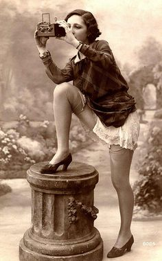 Vintage French postcard, photo by Okinawa Soba Pin Up Vintage, Vintage Girls, Vintage Beauty, Vintage Fashion, Fashion 1920s, Edwardian Fashion, Trendy Fashion, Vintage Style, Jazz Age
