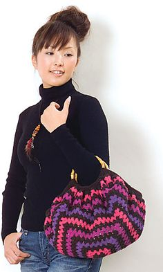 This bag is made from one giant granny square. Pattern and diagram in English. Free pdf here: http://gosyo.co.jp/english/pattern/eHTML/ePDF/1007/1w2w/29-210-44_Striped_Bag.pdf