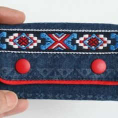 Kostenloses Schnittmuster: Sweatjacke für Kinder nähen | Snaply-Magazin Continental Wallet, Coin Purse, Purses, Shopper, Hoody, Sweater, Fashion, Baby Sewing, Infant Crafts