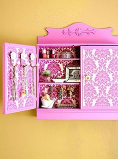 Colorful DIY Jewelry Storage Cabinet Backyard house, way better than a guest room. 31 Days to Cheaply Organize your Home minimalistisch Diy Jewelry Storage Cabinet, Jewellery Storage, Jewelry Organization, Diy Tapete, Do It Yourself Organization, Diy Casa, Ideas Para Organizar, Old Cabinets, Medicine Cabinets