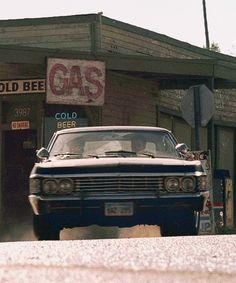 Did anybody else think the gas sign said cas or is that just me? - Did anybody else think the gas sign said cas or is that just me? Best Picture For b - John Winchester, Winchester Brothers, Baby Pictures, Cool Pictures, Beautiful Pictures, Arte Robot, Supernatural Dean, Before Midnight, Chevy Impala