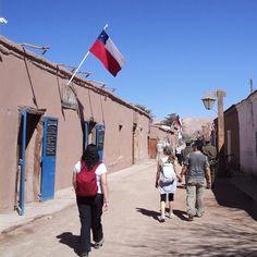 No Atacama é sempre assim azul no céu e poeira na terra. Frio e Calor extremos. Beleza mágica natureza exótico. San Pedro de Atacama Chile. Viagens para recordar. Um lugar pra voltar. #atacama #sanpedrodeatacama #desert #desierto #natureza #nature #chile #mercosul #americadosul #sudamerica #viagem #férias #trip #travel #ootd #photooftheday #memories