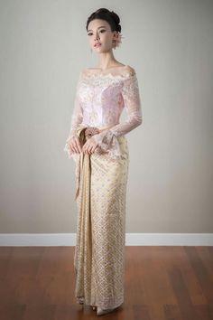 Dress Simple Batik 57 Ideas For 2020 Myanmar Traditional Dress, Thai Traditional Dress, Traditional Outfits, Thai Wedding Dress, Wedding Flower Girl Dresses, Batik Dress, Lace Dress, Thailand Fashion, Bride Suit